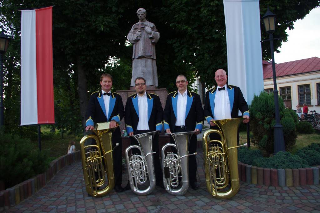 (C) S. Hofmann | Sören Hofmann (2.v.l) und Lothar Leuthold (3.v.l.) mit den Tubisten der Regent Brass London