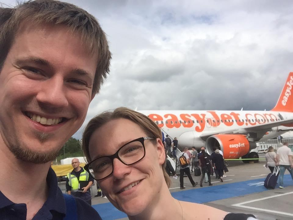(C) Th. Schneider | Nadine und Thomas vor Abflug nach Glasgow