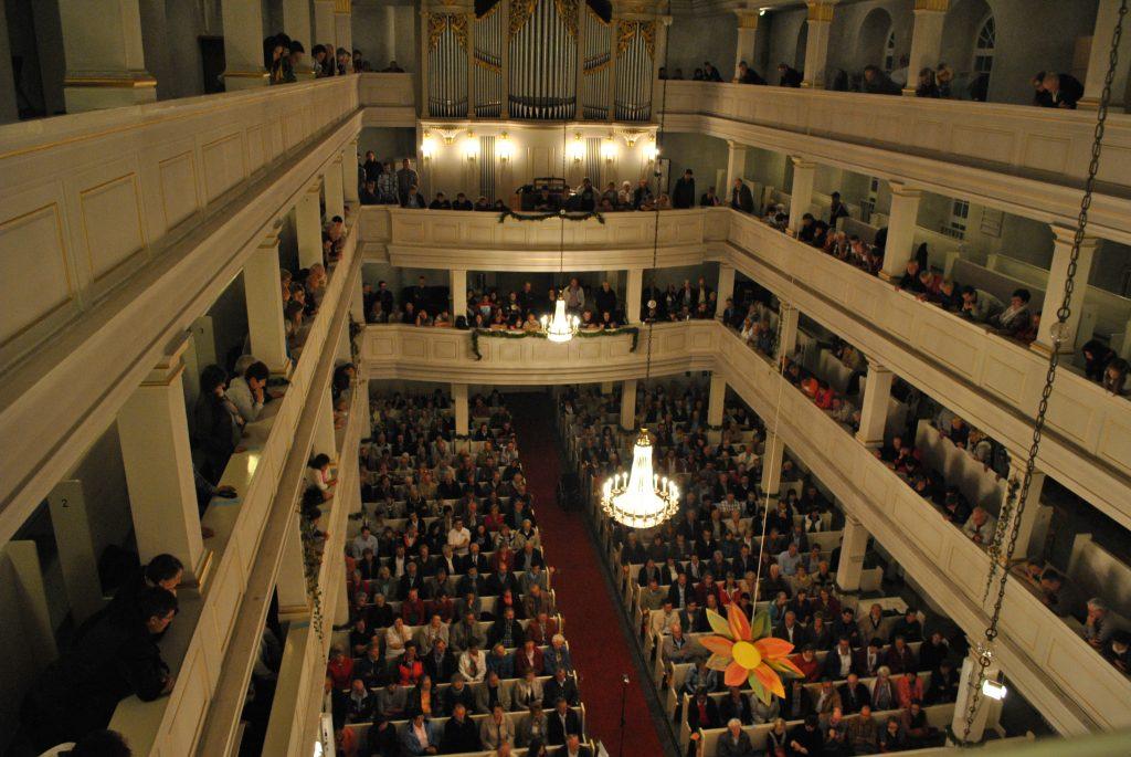 (C) VSB | Mildenauer Zuschauer verfolgen gespannt das Galakonzert der Brass Band Sachsen